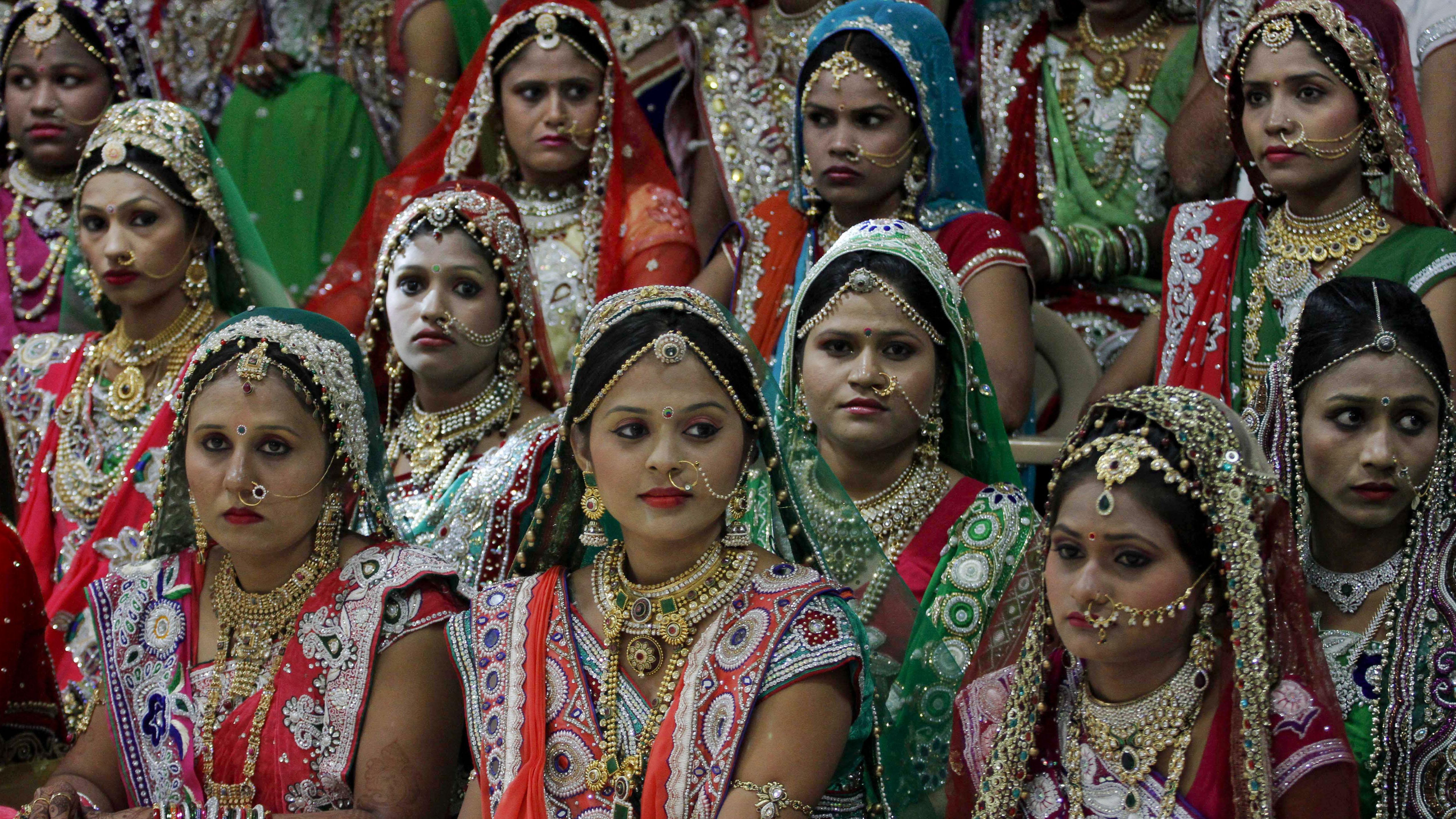 Индийский магнат устроил массовую свадьбу для невест-сирот