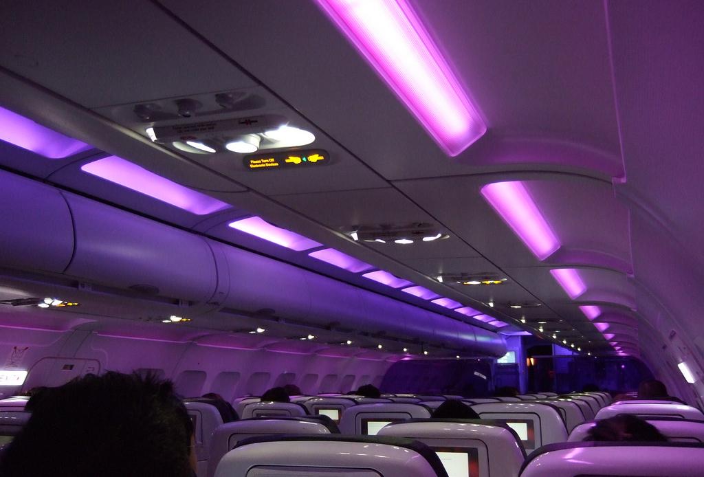 Как свет в самолете влияет на настроение пассажиров.Вокруг Света. Украина