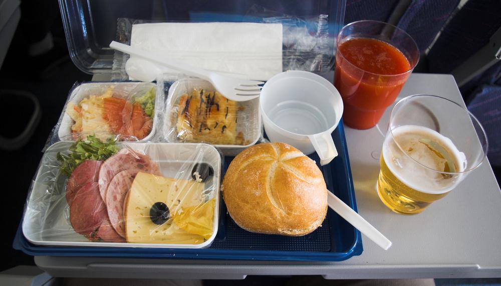 Почему в самолетах так отвратительно кормят