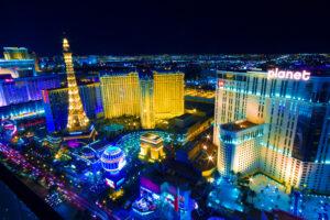 Все едут играть, развлекаться и жениться в Лас-Вегас