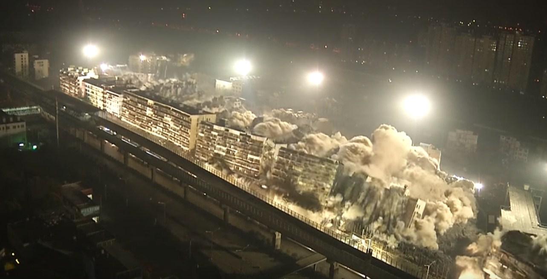 В Китае за 10 секунд снесли 19 многоэтажек