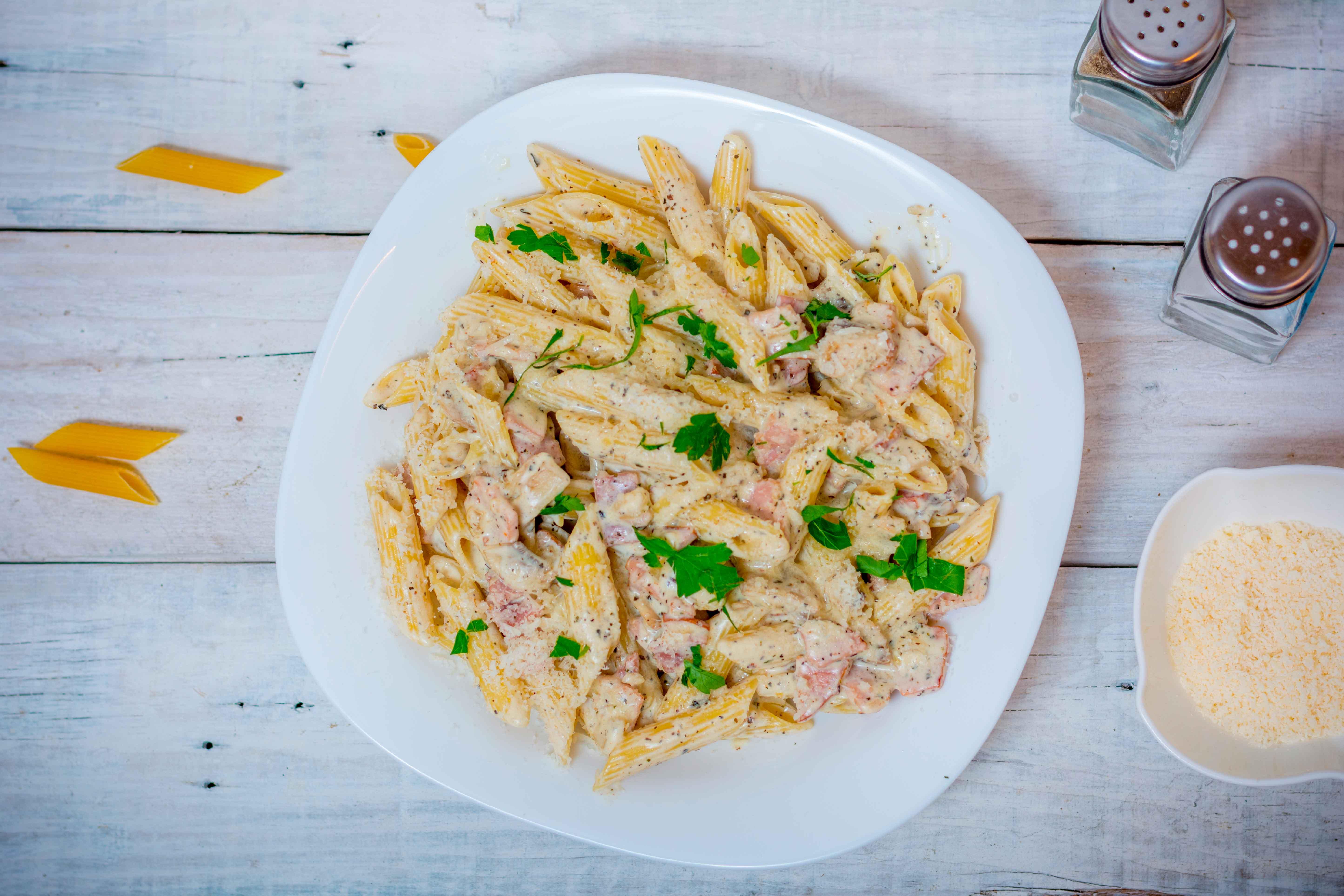 Масленица: рецепт пасты с ветчиной и плавленым сыром