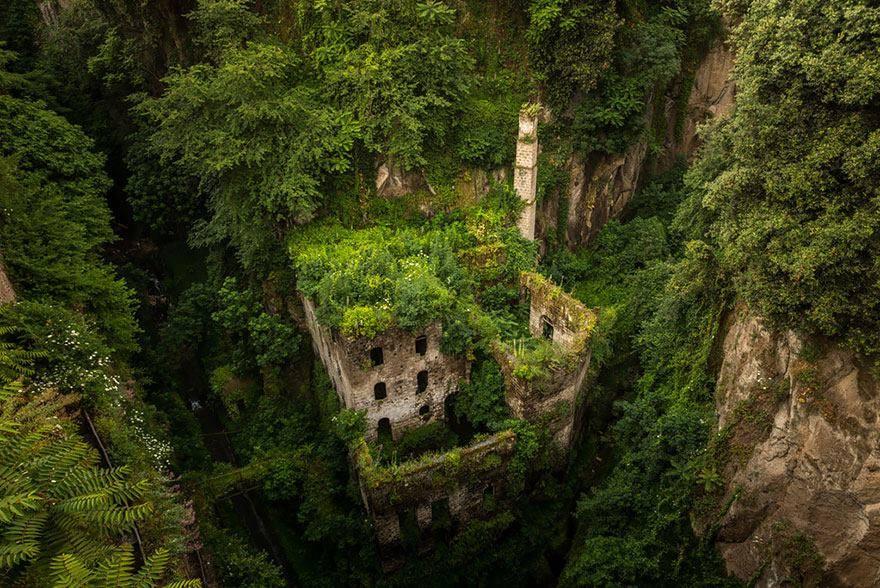 Природа побеждает цивилизацию.Вокруг Света. Украина