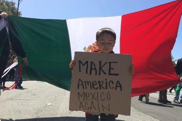 «Viva Mexico!» Стена Трампа разбудила мексиканский патриотизм