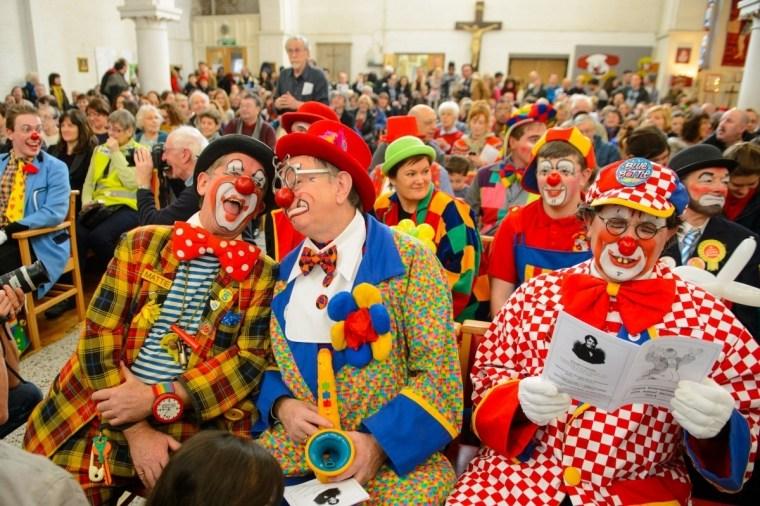 Зачем клоуны приходят в церковь?.Вокруг Света. Украина