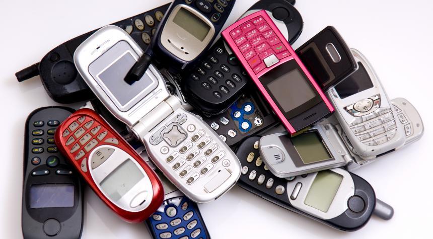 Япония переплавит старые телефоны на олимпийские медали