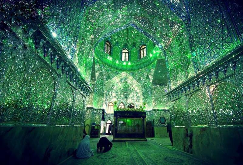 «Зеркальная Мечеть» - место где мечтают побывать и паломники, и туристы