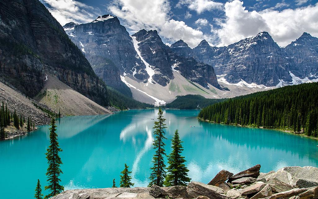 Морейн – прекрасное высокогорное озеро в Канаде.Вокруг Света. Украина