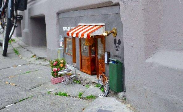 В Швеции открылись крошечные магазины для мышей