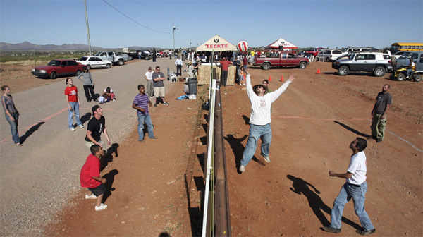 9 необычных вещей, которые можно сделать на границах между странами
