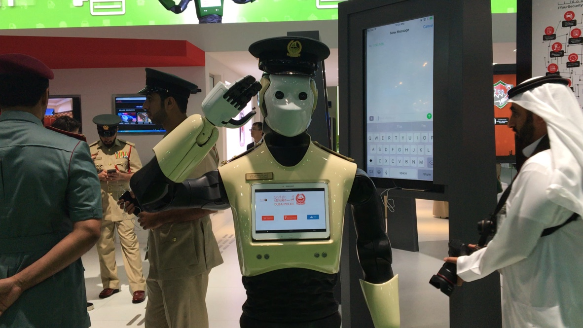 Порядок на улицах ОАЭ будут охранять робокопы