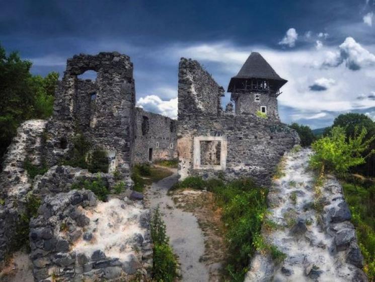 В каких замках Закарпатья стонут черти, снуют привидения и вспоминают о Дракуле.Вокруг Света. Украина