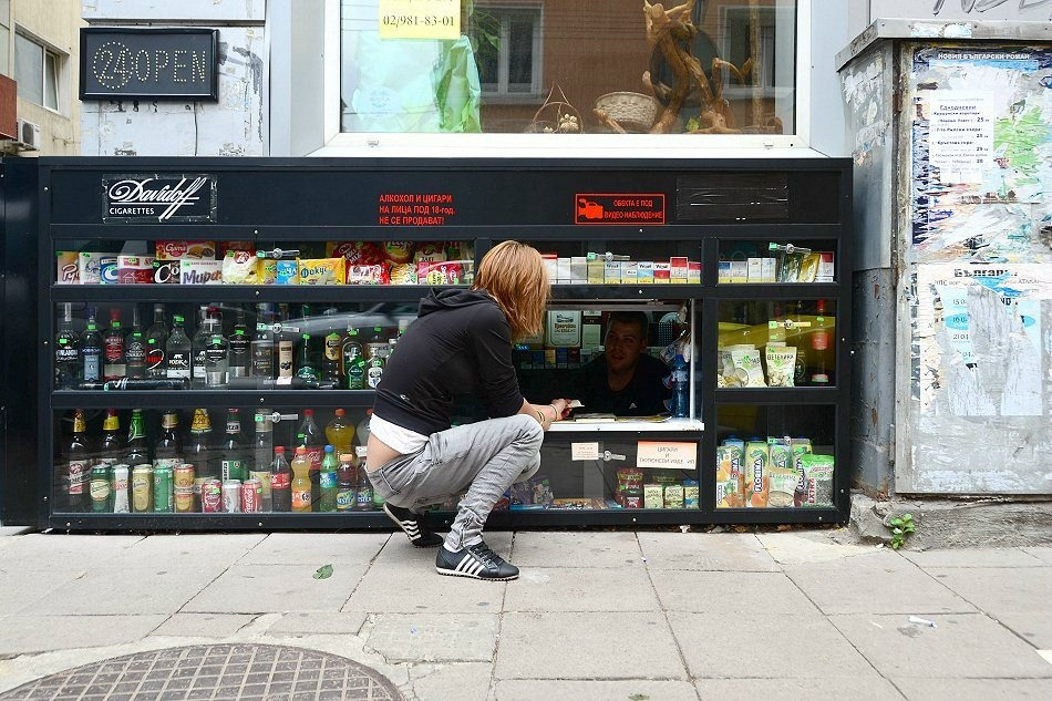 Покупки на коленях в болгарских магазинчиках