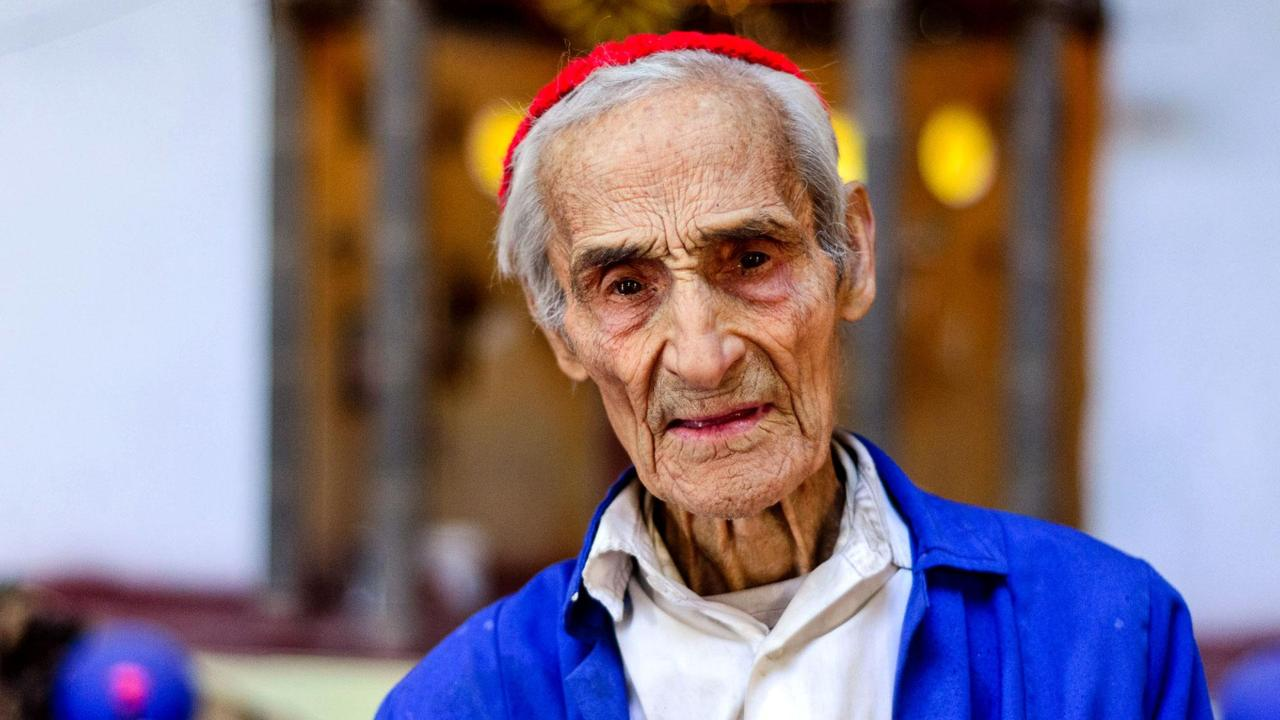 Испанец 50 лет строит собор своими руками