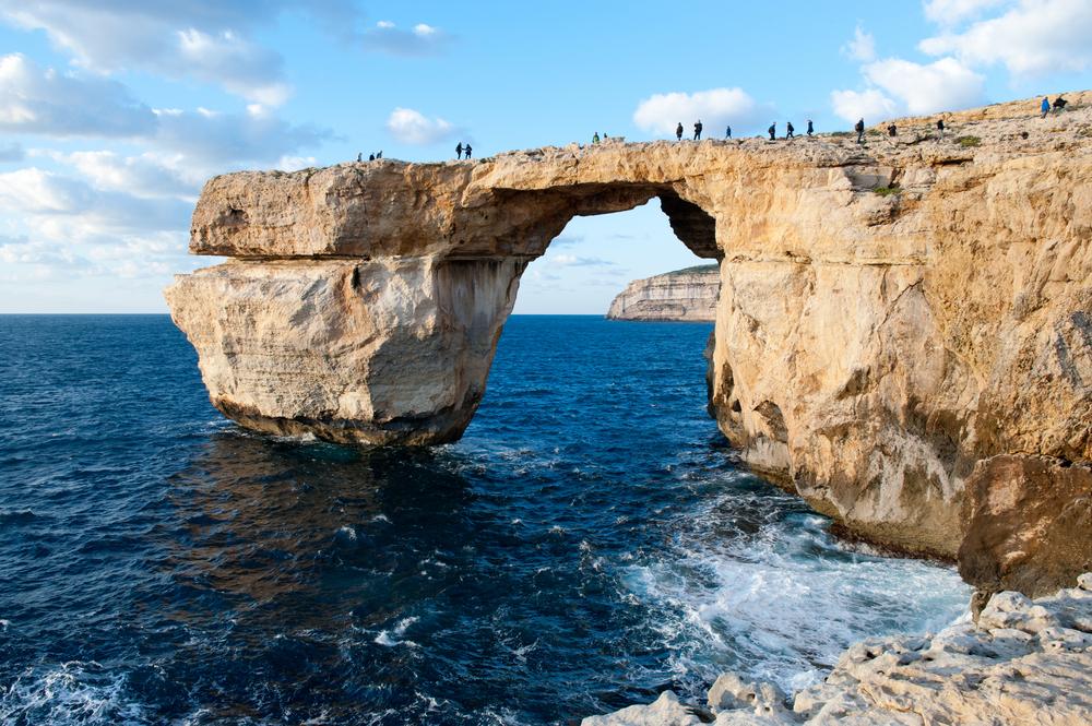 На Мальте обрушилась всемирно известная арка «Лазурное окно»