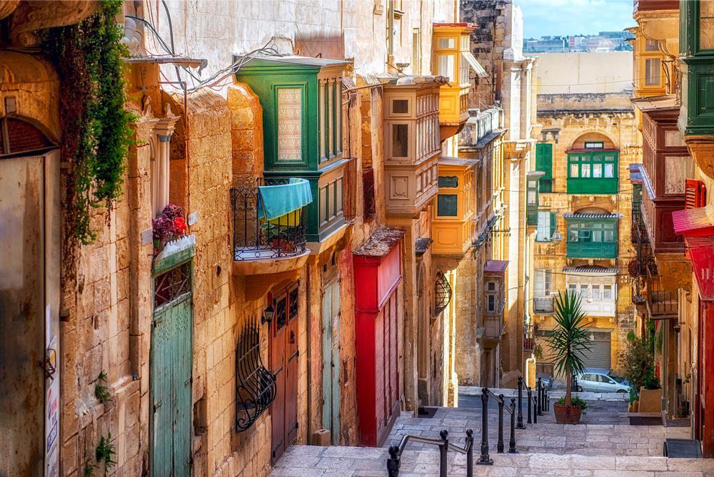 Не зажигать лишний свет и не опаздывать: чего лучше избегать на Мальте