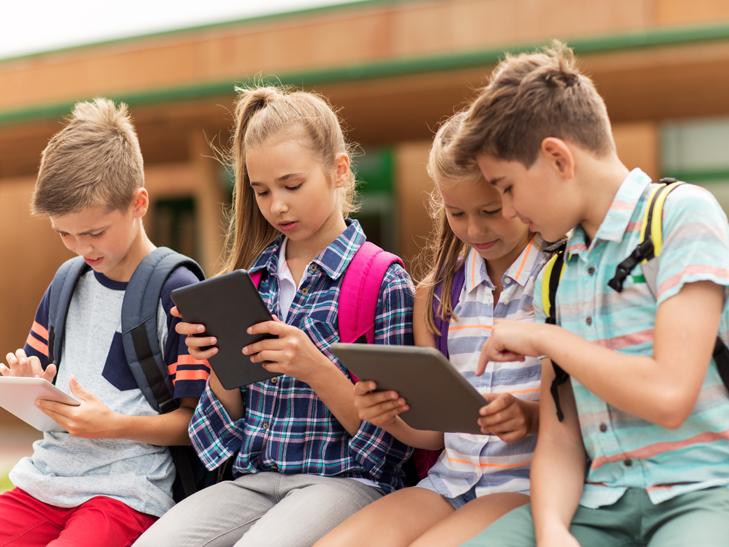 Планшеты и ноутбуки заменяют бумажные учебники в украинских школах