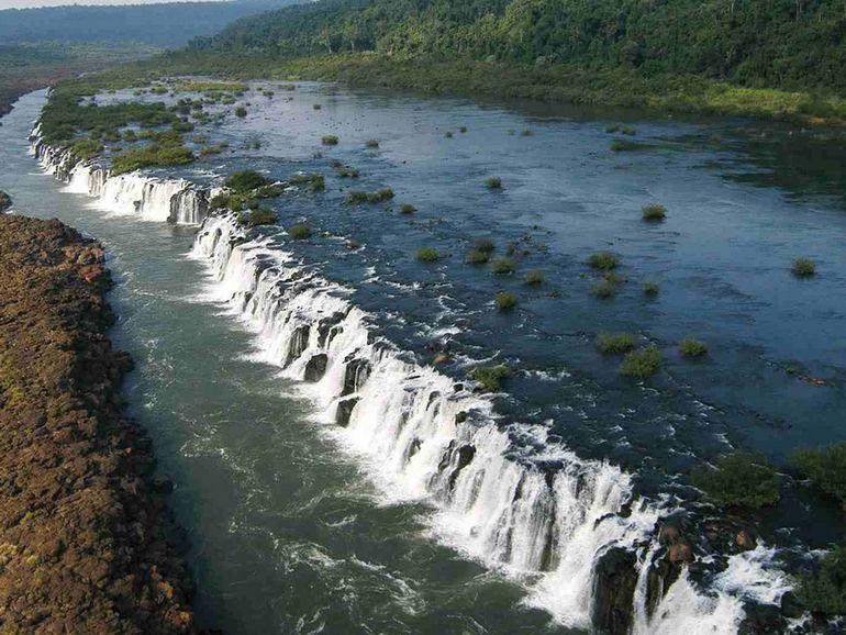 Мокона – единственный в мире «горизонтальный» водопад