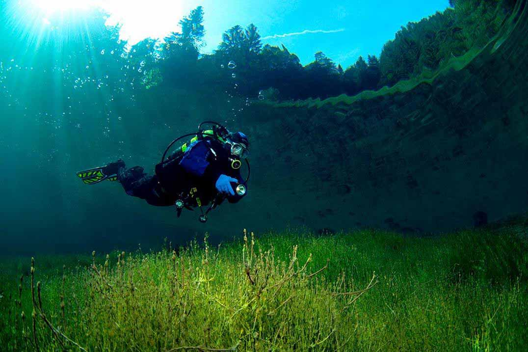 Зеленое озеро – волшебный парк под водой.Вокруг Света. Украина