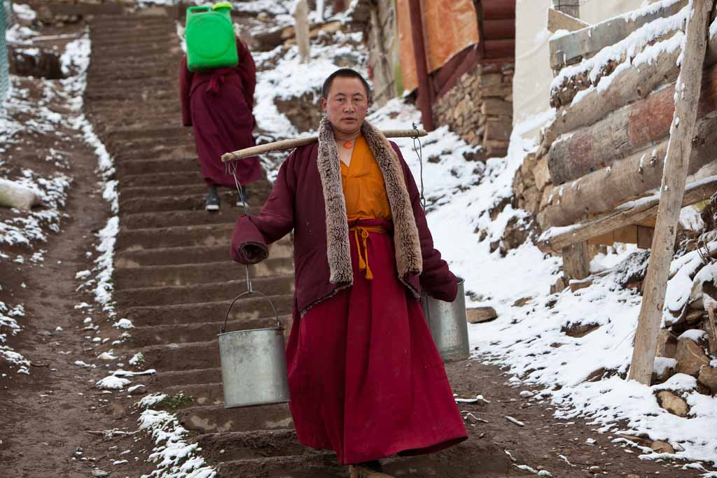 Как живет самый большой и закрытый институт буддизма в мире