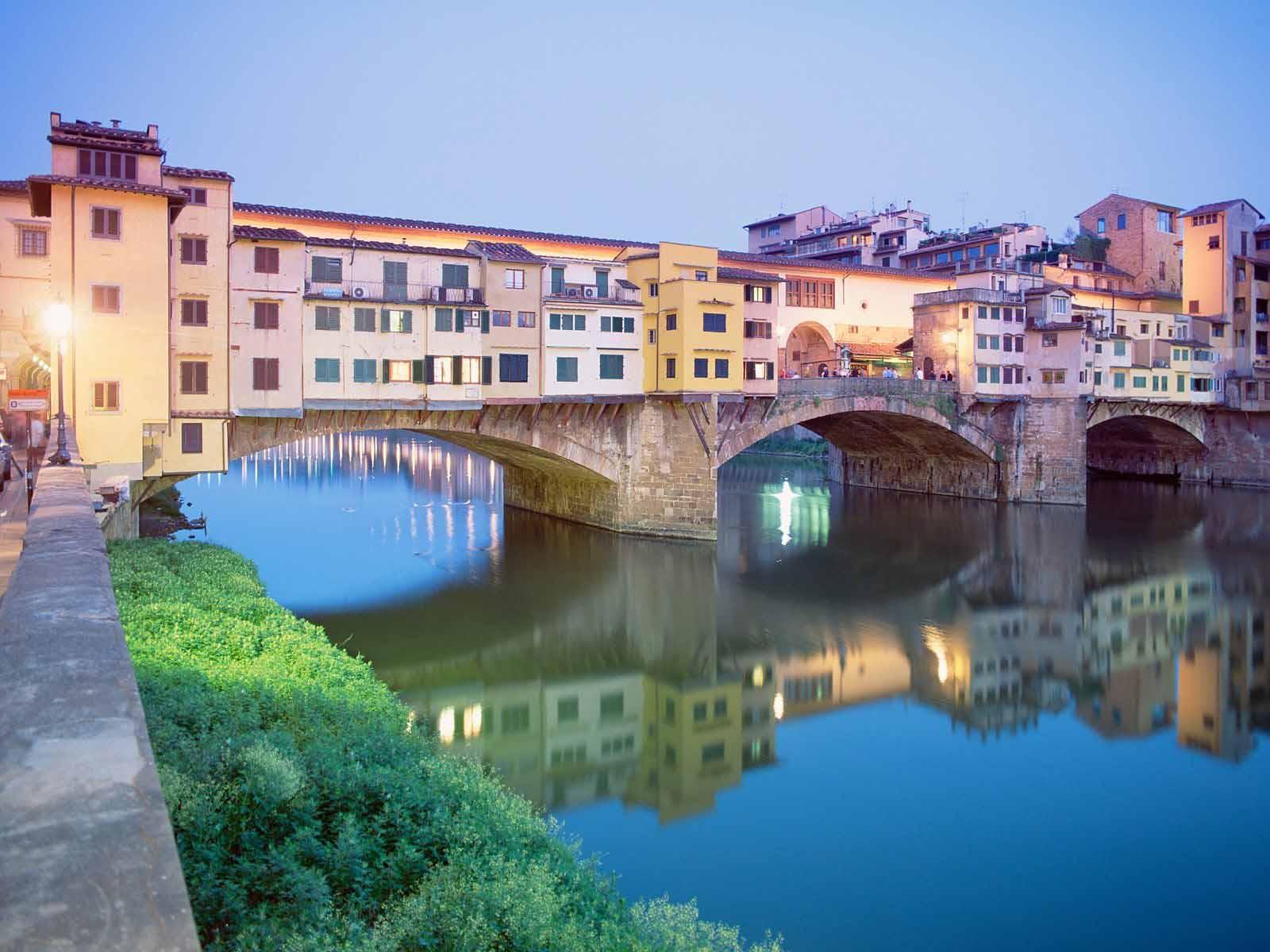 Понте Веккьо - «жилой» мост, соединяющий две эпохи