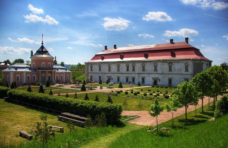 Замки і релігійні святині Західної України
