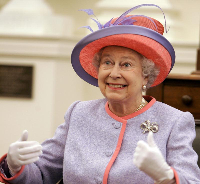 Что позволяет себе королева Великобритании