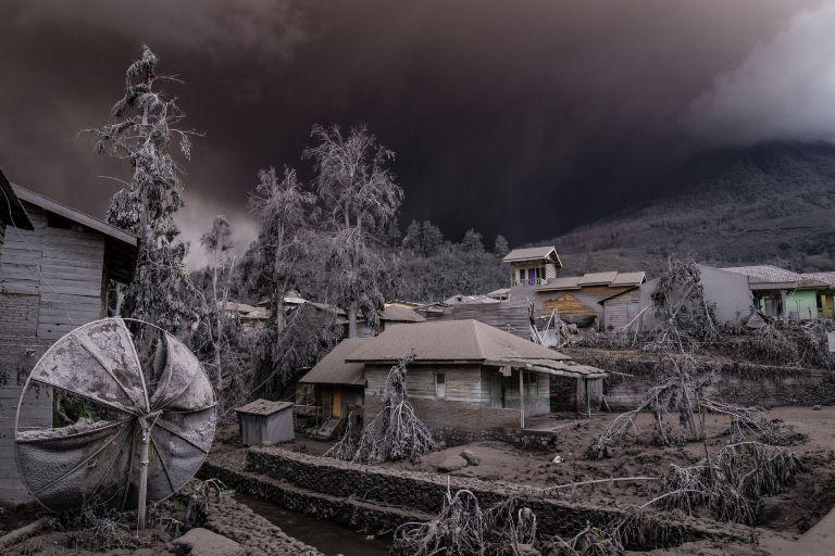 Ужасающая красота природы: вулканическое облако