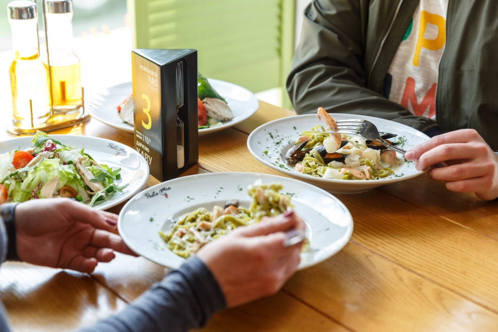Вкусные инновации в сети «ОККО»: обед за 15 минут, тепловые витрины, свежая паста и эксклюзивные донаты