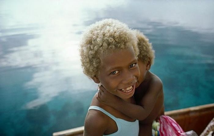Темная кожа и светлые волосы – загадка жителей Меланезии.Вокруг Света. Украина