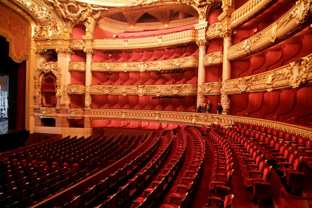 Призраки, апельсины и парижская опера - вокруг света.