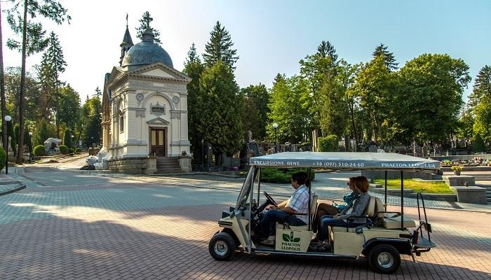На Личаківський цвинтар