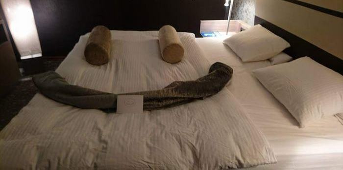 Постоялец отеля придумал, как повеселить уборщицу, – и она ответила