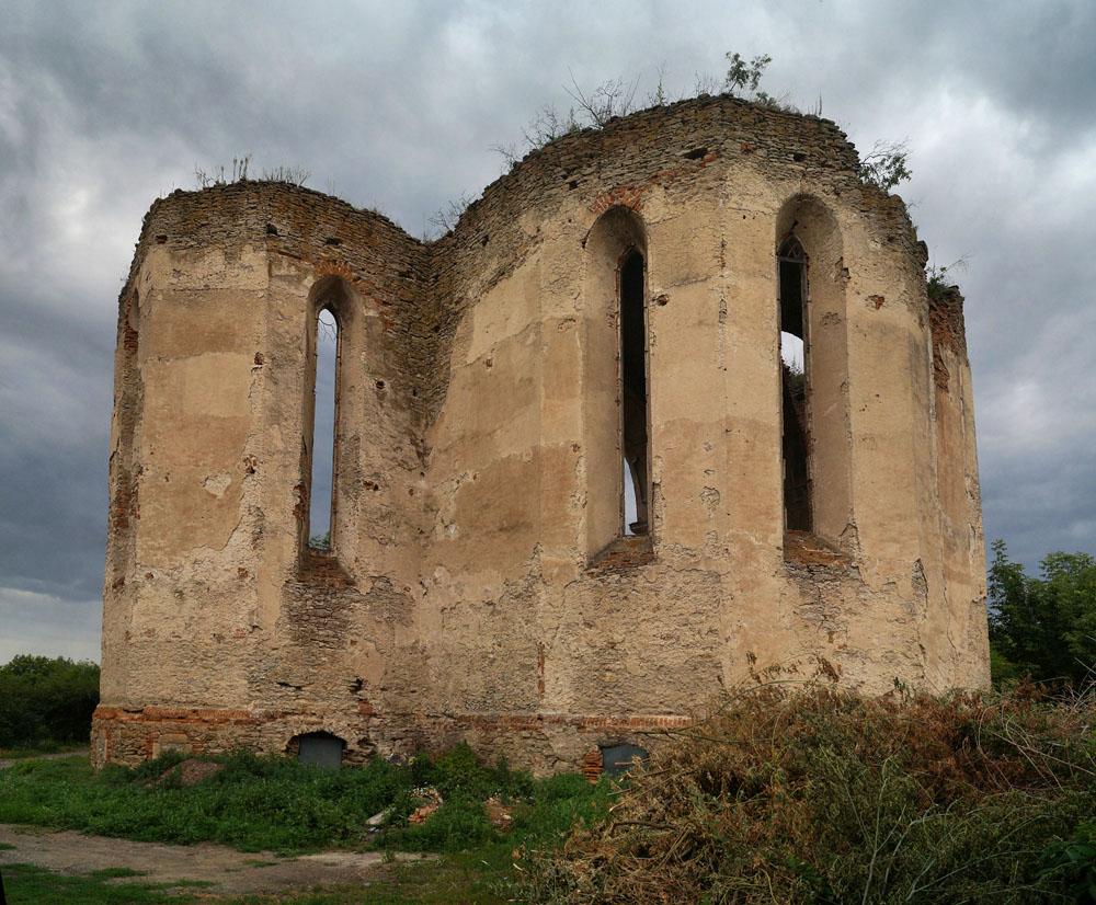 Меджибож: священный город хасидов и величественные руины древнего костела