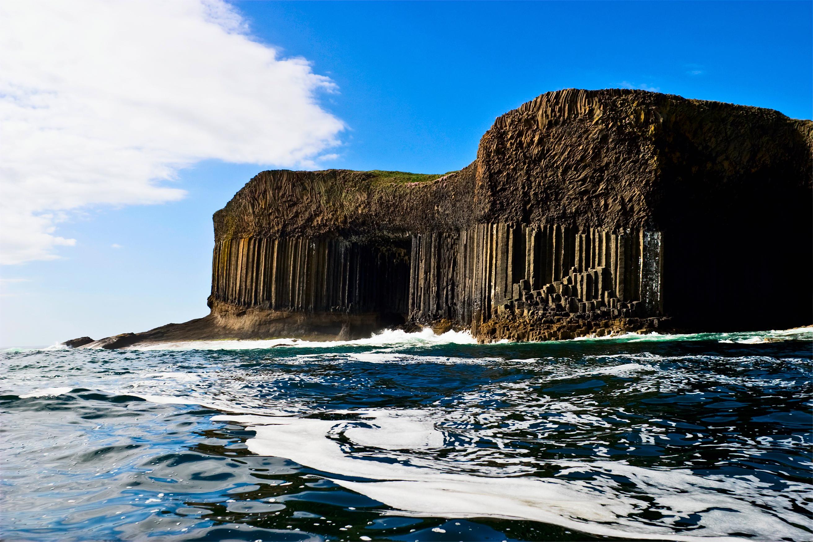 Красивейшая пещера, которой Мендельсон посвятил увертюру