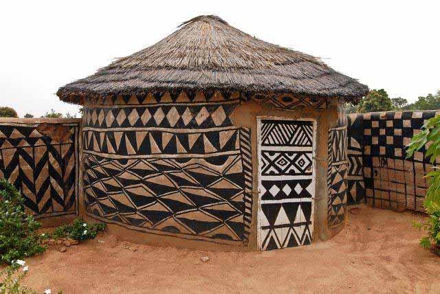 Тиебеле – уникальный поселок, где бедность порождает красоту