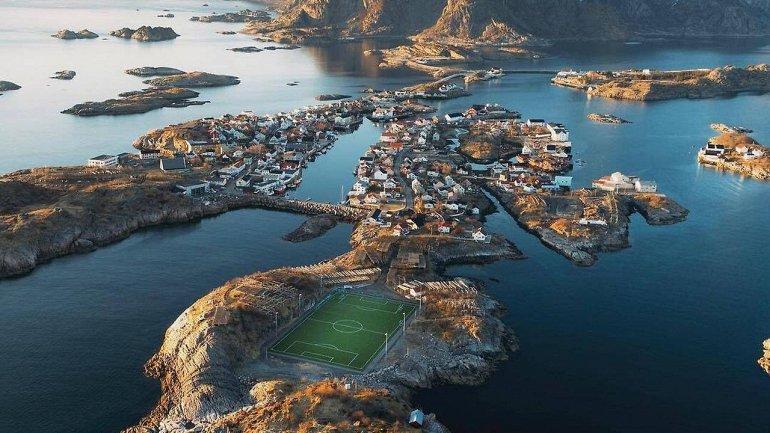 Idrettslag – футбольный стадион среди скал и моря