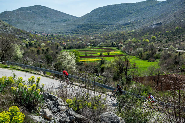 Чтобы вернуть туристов в заброшенные земли, на Балканах создали красивейшую велотрассу
