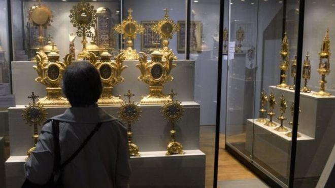 Во Франции из музея выкрали корону стоимостью более $1 млн.Вокруг Света. Украина