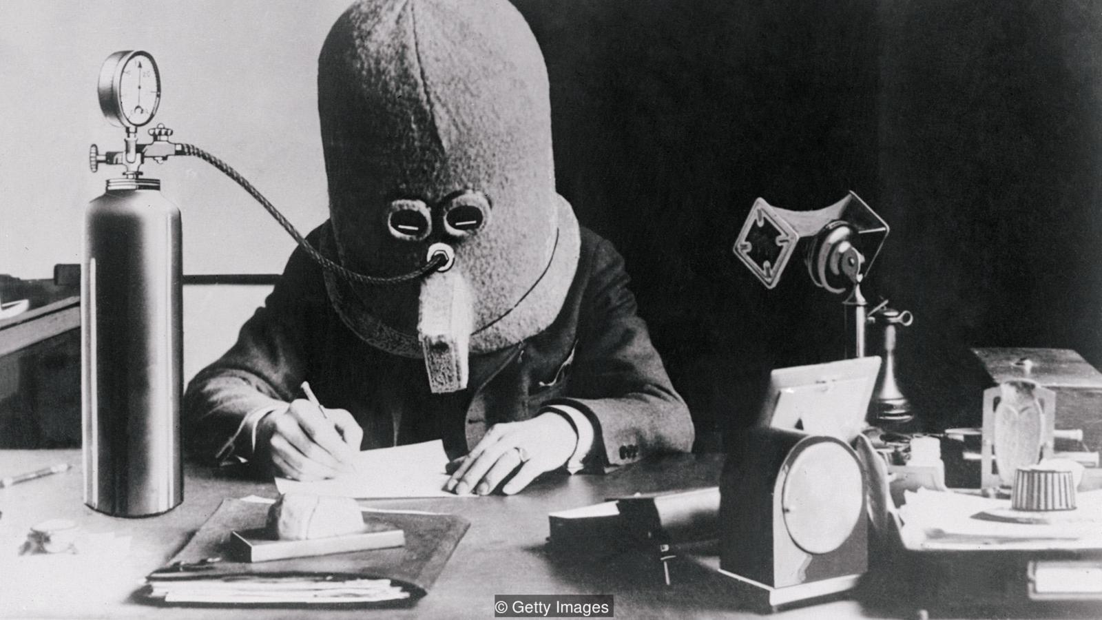 Шлем для работы в опенспейсе и другие изобретения прошлого