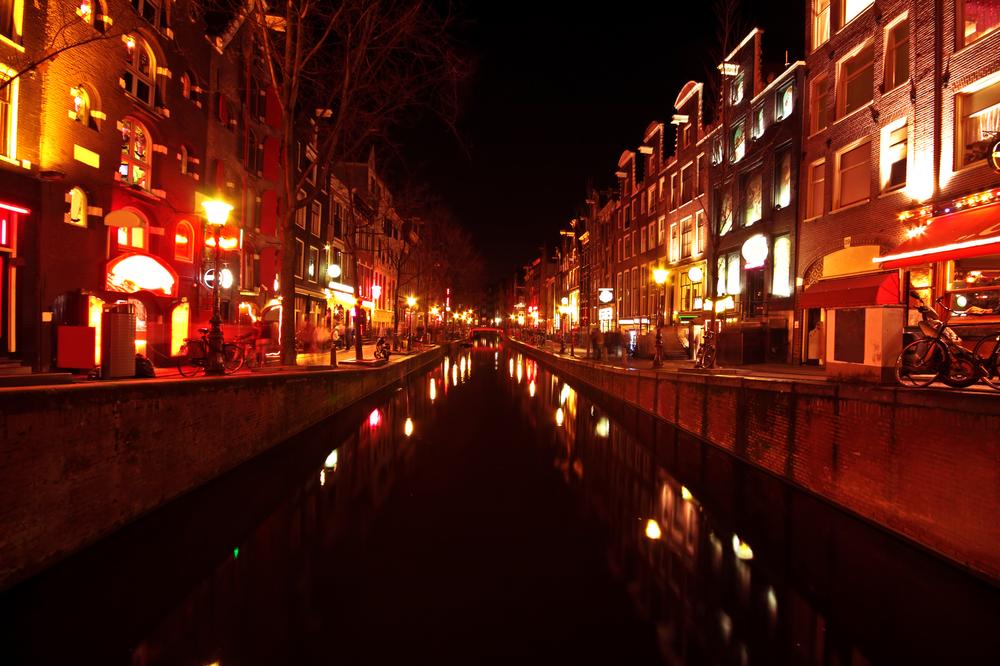 Улицы красных фонарей в Амстердаме больше нет