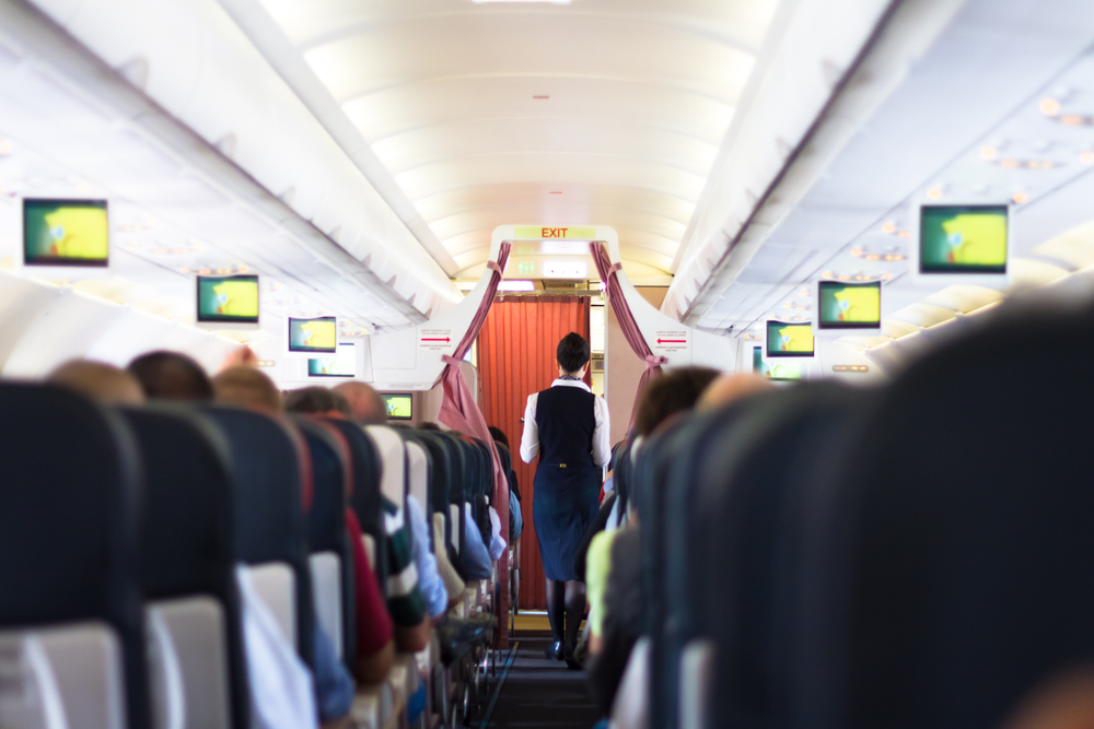 Скучно не бывает: с чем сталкиваются стюардессы на работе.Вокруг Света. Украина