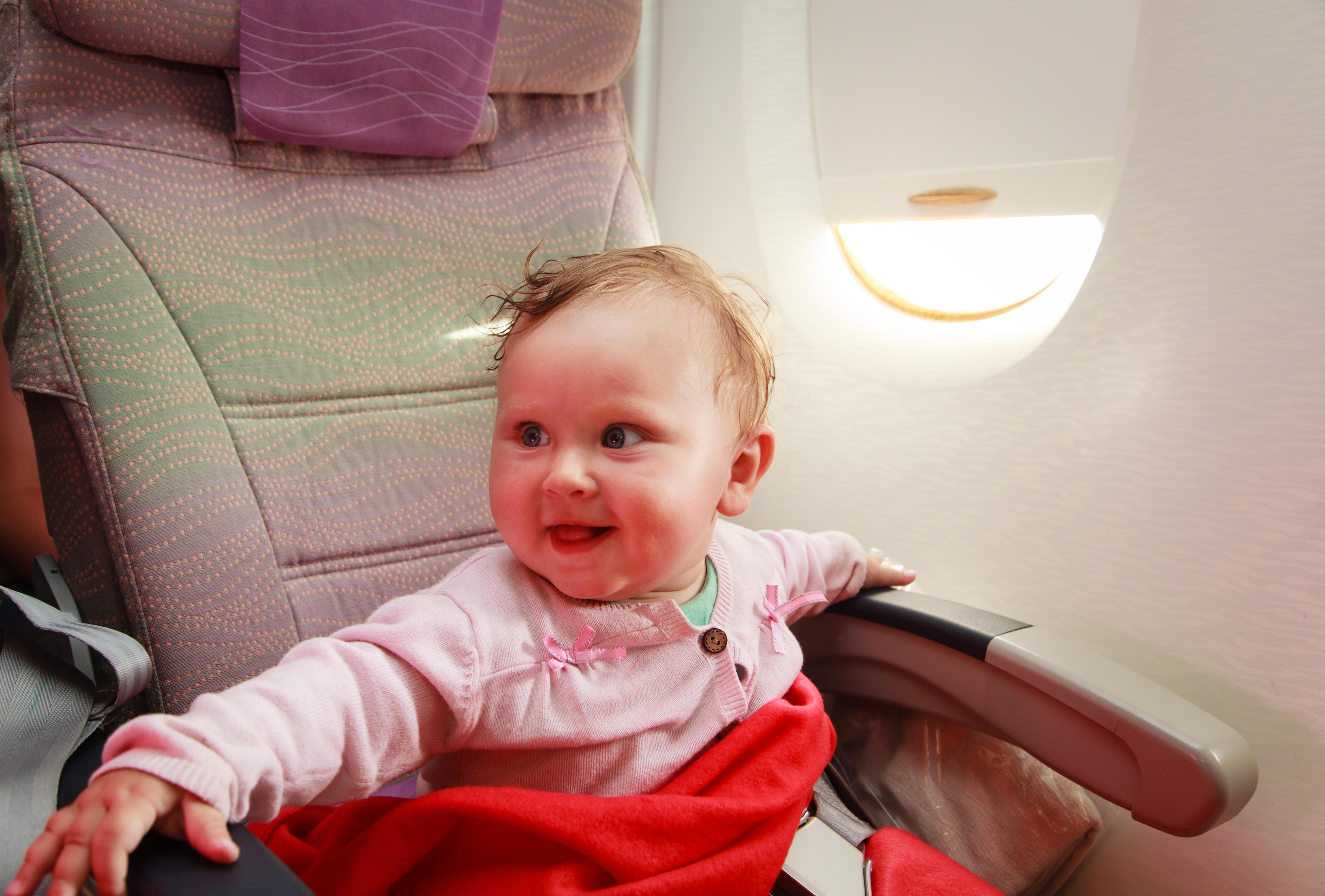 Что нужно знать, чтобы авиаперелет с маленьким ребенком не превратился в кошмар
