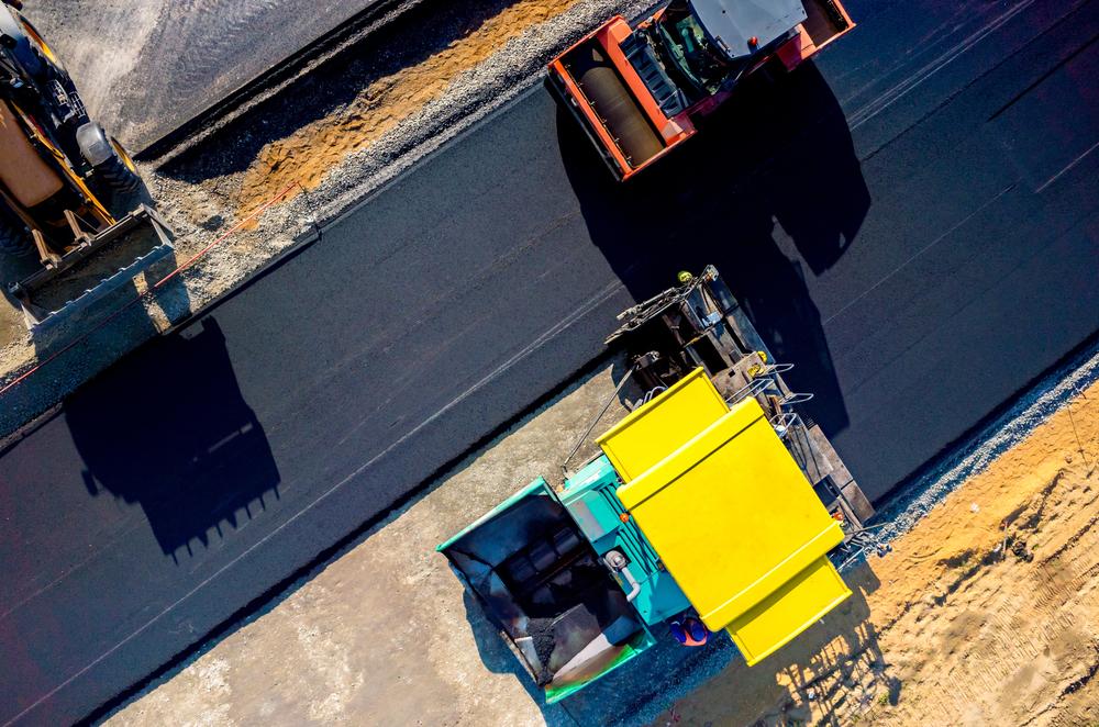 В Нидерландах придумали самовосстанавливающийся асфальт, заряжающий электроавтомобили