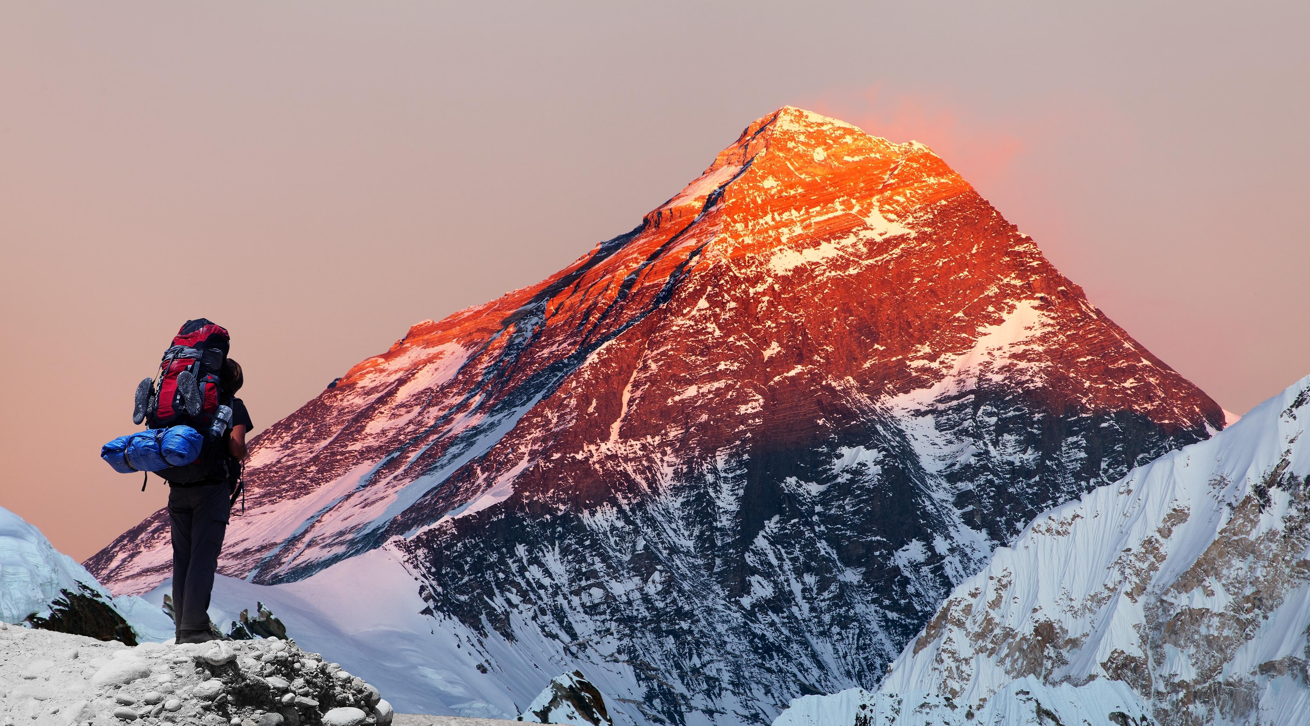 В Непале установят возрастные ограничения для восхождения на Эверест