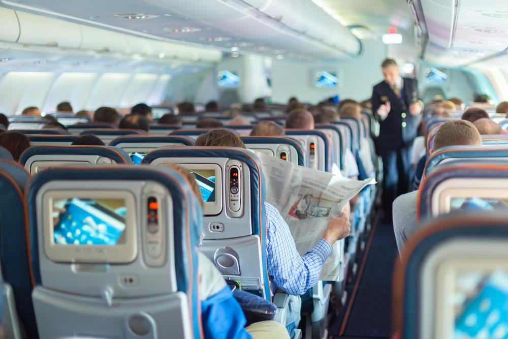 А вы бы заплатили за право откидывать сидение в самолете?