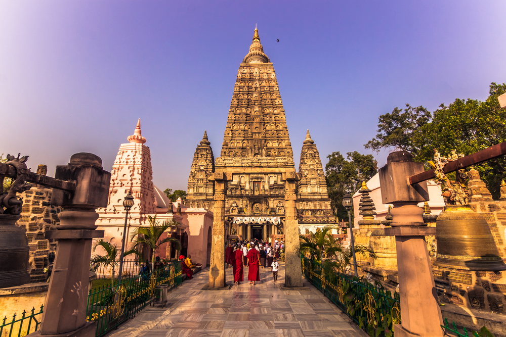 Паломники со всего мира собираются в Индии, чтобы отпраздновать День рождения Будды