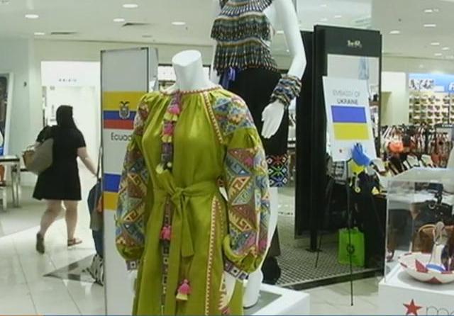 Крупный американский торговый центр привлекает покупателей с помощью вышиванки.Вокруг Света. Украина