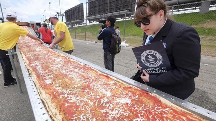 В США испекли самую большую в мире пиццу