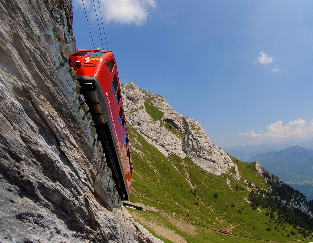 Авто-факт: Пилатусбан-самая крутая в мире железная дорога (видео)
